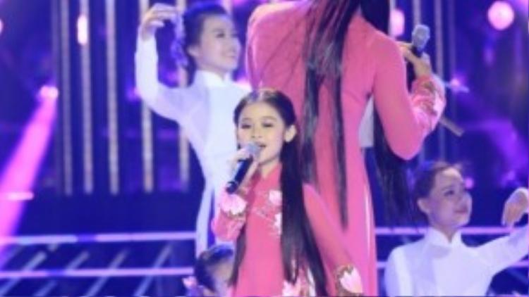 Bốc thăm hình tượng NSƯT Vân Khánh, Bảo Ngọc và Phan Ngọc Luân biểu diễn ca khúc Lý 10 thương.