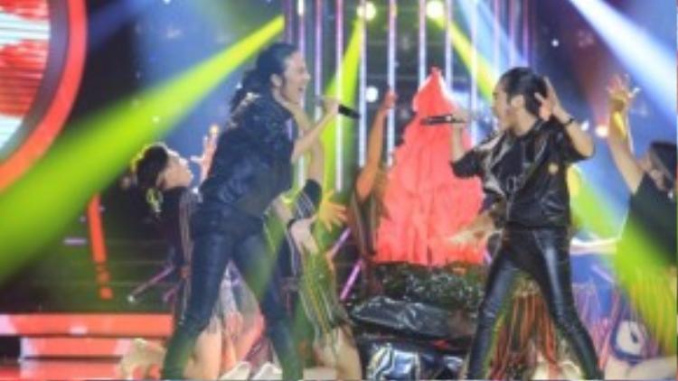 Trong khi giọng hát của Gia Quý được khen, Khánh Ngọc lại khiến mọi người bất ngờ khi hóa trang rất giống với Kasim.