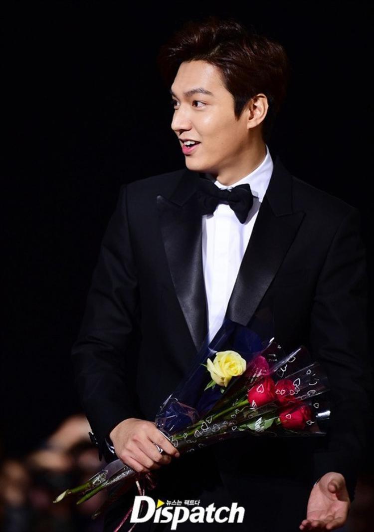 Lee Min Ho nhận giải trong không khí buồn tẻ của Oscar Hàn Quốc 2015