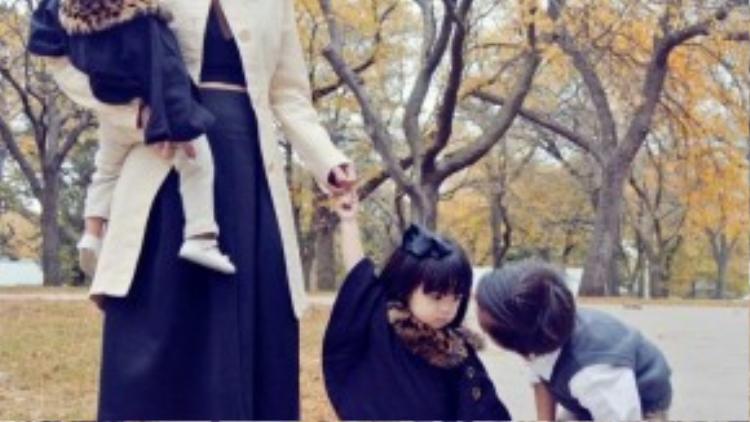 Sinh trưởng ở châu Á nhưng lớn lên ở trời tây, Huyền Ny nhanh chóng có những tư tưởng hiện đại, mới mẻ trong cuộc sống và đặc biệt trong cách nuôi dạy con, từ việc phát triển tính cách đến những thói quen nhỏ trong cuộc sống hàng ngày.