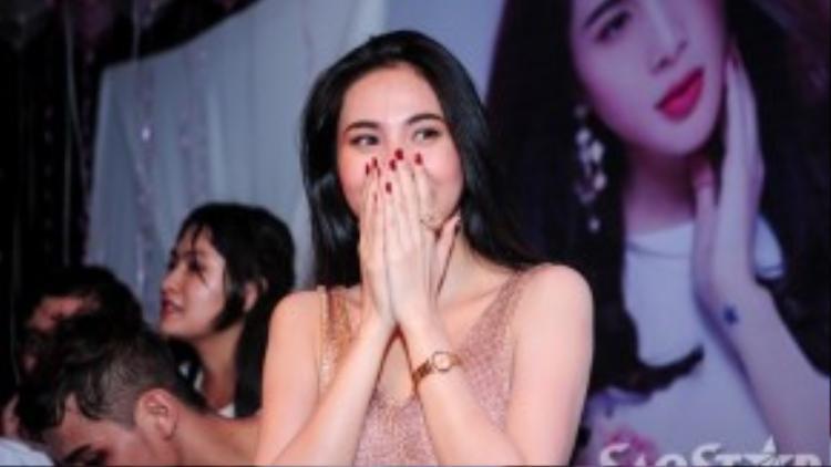 Nữ ca sĩ xúc động trước tình cảm các fan dành cho mình.
