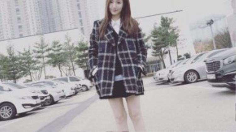 Park Min Young tươi tắn trên phim trường Remember.