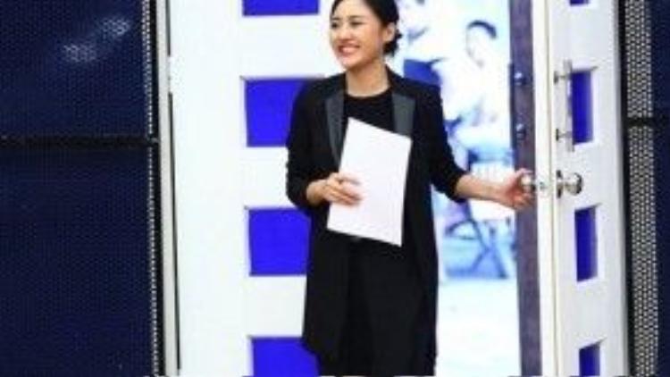 Xuất hiệntrong chương trình Học viện Ngôi Sao, Văn Mai Hương gây ấn tượng mạnh với hình ảnh chững chạc, trưởng thành hơn so với lần làm khách mời trình diễn của chương trình ở mùa đầu tiên. Giọng ca Nếu như anh đến diện một bộ trang phục đen khiến cô trở nên khá dừ.