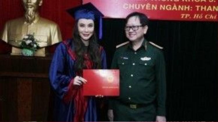 Hồ Quỳnh Hương thử sức với vai trò giảng viên thanh nhạc