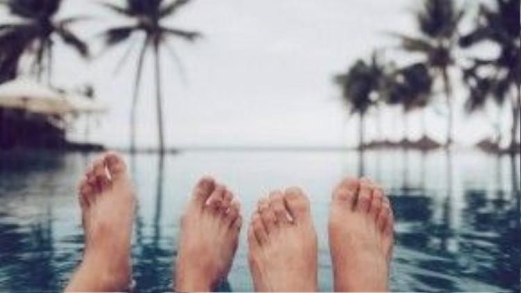 Tận hưởng những giây phút bên nhau trong một chuyến đi biển.