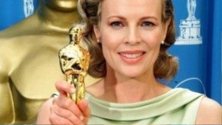 """Với phim """"L.A. Confidential"""", Kim Basinger đã nhận được tượng vàng Oscar duy nhất tính đến thời điểm hiện tại."""