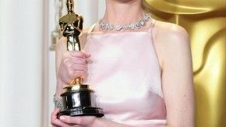 Không chỉ mỗi người hâm mộ, Anne Hathaway cũng chắc chắn rằng bản thân là người thắng giải, bằng chứng là cô đã soạn sẵn bài phát biểu dài ngoằng.