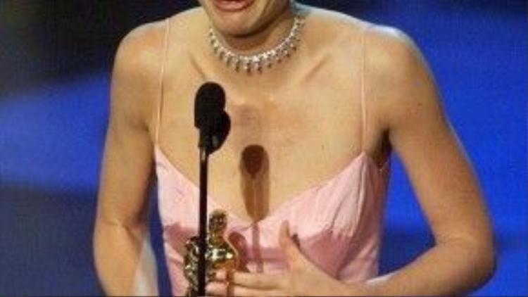 Chiến thắng Oscar 71 của nữ minh tinh Gwyneth Paltrow đến nay vẫn được cho là một bất ngờ lớn của giải, bởi lẽ nhiều người cho rằng Cate Blanchett xứng đáng hơn cô.