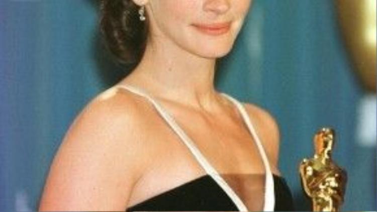 """Trong bốn đề cử nhận được, """"Người đàn bà đẹp"""" Julia Roberts đã một lần mang tượng vàng về nhà."""