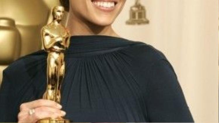 Hilary Swank cùng bức tượng vàng Oscar thứ hai trong sự nghiệp.