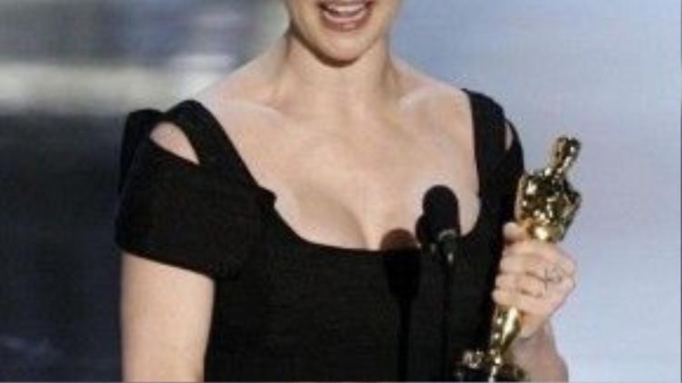"""Điểm nhấn trong sự nghiệp đáng tự hào của Rachel Weisz chính là chiến thắng Oscar 78 nhờ vào vai diễn Tessa Quayle trong """"The Constant Gardener""""."""