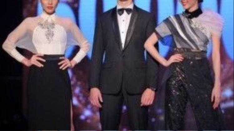 Thi thoảng anh chàng cũng phá cách một chút với phong cách hiện đại hơn, như váy dáng dài sang trọng chẳng hạn.