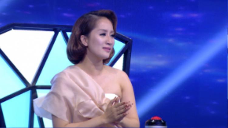 Khánh Thi nghẹn ngào khi nói về tiết mục của Thuận Nguyễn.