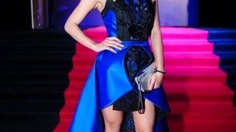 Thái Trinh nữ tính với bộ trang phục được thiết kế cầu kỳ.