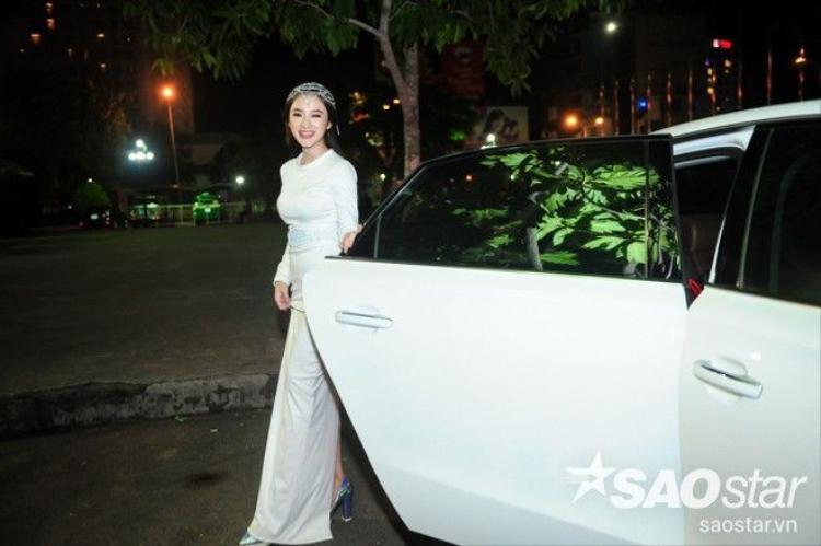 Angela Phương Trinh tiếp tục xuất hiện như nữ hoàng tại sự kiện