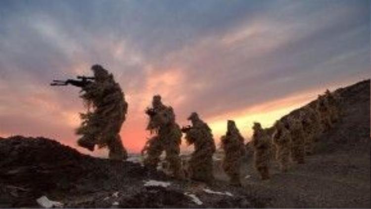 27/1: Thủy quân Trung Quốc ngụy trang kín đáo trong một buổi huấn luyện.