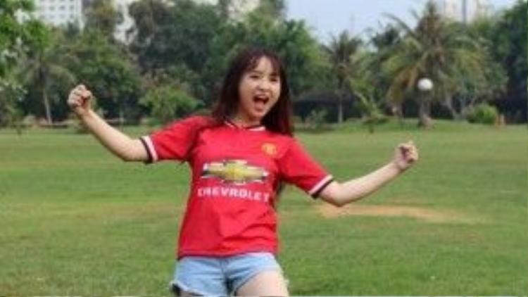 Tuy có vẻ đẹp dịu dàng nhưng My là một cô gái mạnh mẽ, yêu bóng đá và là Fan của đội tuyển MU.