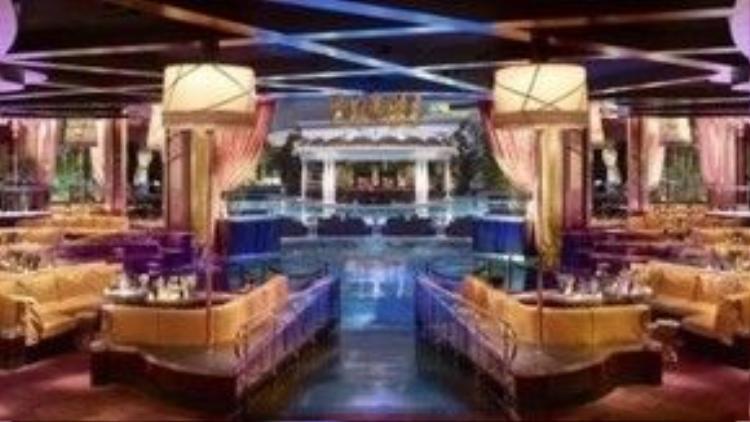 XS Club, Las Vegas, Mỹ. XS được biết đến như câu lạc bộ xa hoa nhất thành phố, với sàn nhảy rộng 4.000 m2, sâm panh và các loại đồ uống khác không có giá thấp hơn hàng nghìn USD. Vì thế, nếu muốn chiêm ngưỡng một câu lạc bộ cao cấp đúng nghĩa, đừng bao giờ bỏ qua XS Club. Ảnh: Barbara Kraft