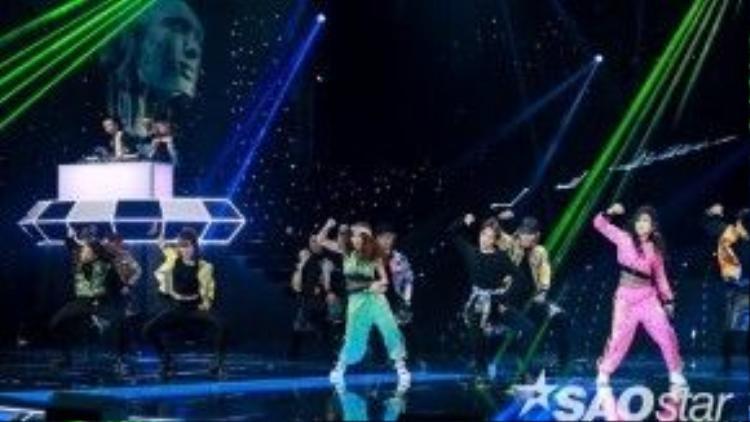 Họ cũng đã đem đến sân khấu The Remix liveshow 5 hit mới - 'Chưa yêu vội' của mình.