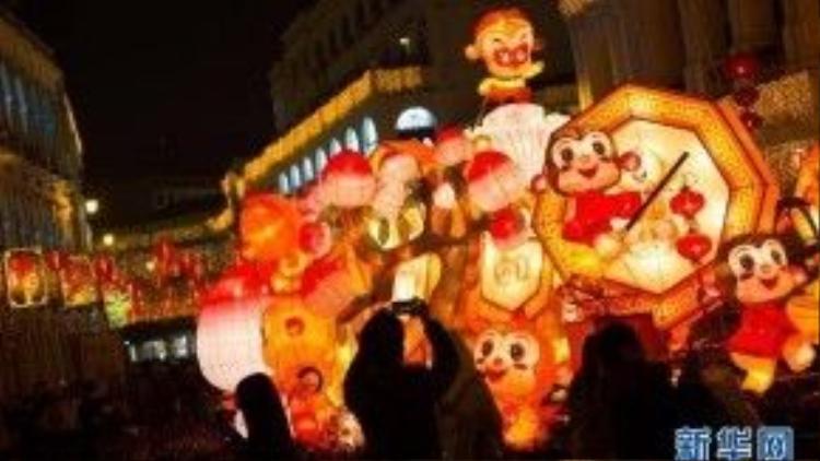 Macao tổ chức ngày hội rước đèn lồng hình Khỉ rực rỡ sắc màu.