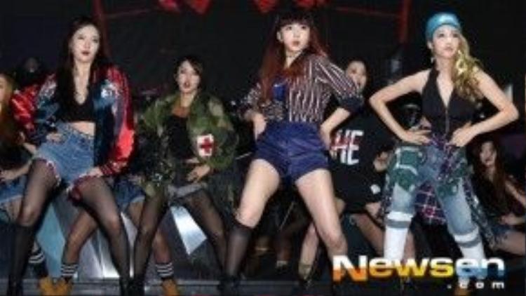Sắp tới, Hyuna cùng 4minute sẽ bận rộn quảng bá cho mini album mới. Đĩa đơn Hate trong Act.7 là nhạc phẩm hợp tác giữa nhóm cùng DJ người Mỹ DJ Skrillex, được chấp bút bởi các nhạc sĩ Seo Hae Woo, Son Young Jin. 2 thành viên của nhóm là Jeon Ji Yoon và Hyuna cũng tập tành sáng tác trong Hate.