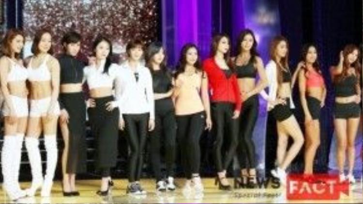 Dàn cast gồm cố vấn và 8 thí sinh của Muscle Queen ra mắt hôm 1/2.