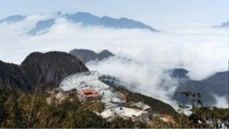 Nhiều người vô cùng hứng khởi vì đây là lần đầu tiên họ được ngắm nhìn đỉnh Fansipan nhanh chóng đến thế.