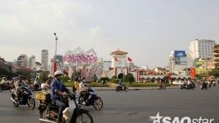 Vòng xoay trước chợ Bến Thành.