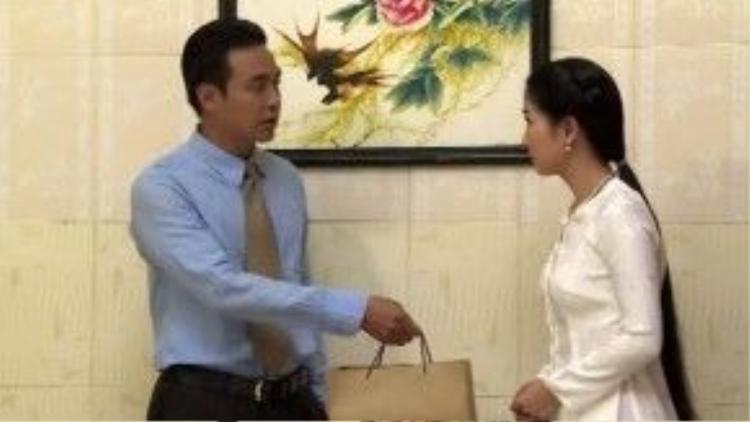 Anh đã thay đổi định kiến về Trinh Trinh và thậm chí còn tặng quà sinh nhật cho cô.