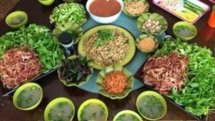 Bữa ăn nhiều rau, đạm, trái cây và ít tinh bột được nữ MC khuyên dùng. Ảnh: FBNV.