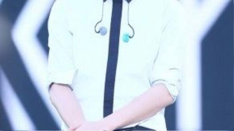 """Là một trong những thành viên chăm chỉ đóng phim nhất EXO, Chan Yeol đã có dịp thử sức ở cả hai lĩnh vực điện ảnh và truyền hình. Sau vai diễn trong web drama """"EXO Next Door"""" (EXO nhà bên) và phim điện ảnh """"Salut D'Amour"""", anh đã """"lọt vào mắt xanh"""" của nhà sản xuất dự án """"So I Married an Anti-fan"""" (Tôi kết hôn với anti-fan). Đảm nhận vai trò nam chính, anh chàng sẽ hợp tác với hai mỹ nữ Viên San San và Seo Hyun (SNSD) để viết nên câu chuyện tình vừa hài hước, vừa lãng mạn."""