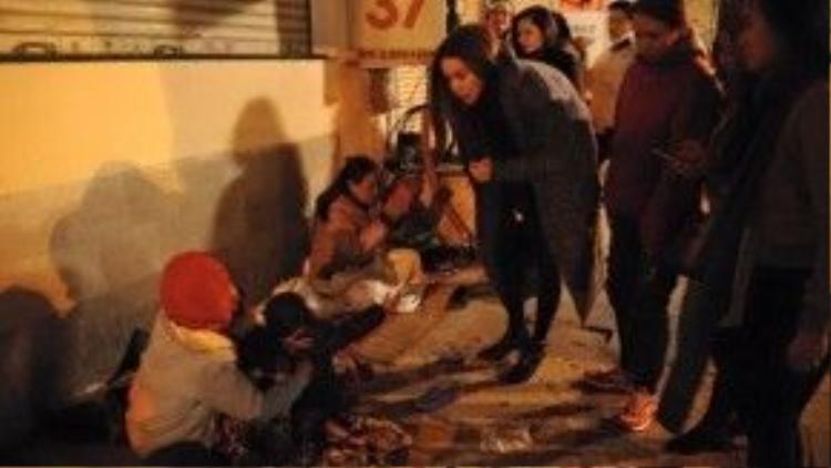Hình ảnh Hồ Ngọc Hà trong chuyến đi từ thiện là hành động nhận được nhiều người ngợi khen.