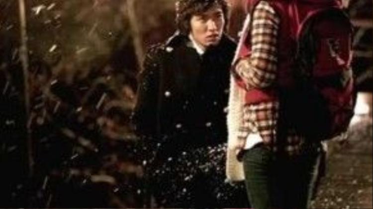 """Phân đoạn chàng công tử nhà giàu Goo Jun Pyo (Lee Min Ho) kiên nhẫn chờ đợi Geum Jan Di (Go Hye Sun) dưới trời tuyết là một trong những khoảnh khắc đáng nhớ nhất của """"Boys Over Flowers"""" (Vườn sao băng)."""