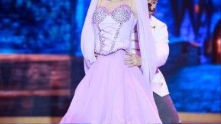 Lâm Chi Khanh mang đến hình tượng nàng công chúa ngọt ngào.