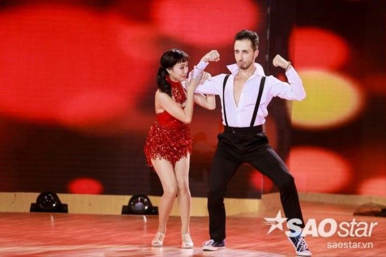 VIP Dance 28 Tết: Khánh Thi nghẹn ngào nhớ nhà vì Tết xa của Vũ Ngọc Anh