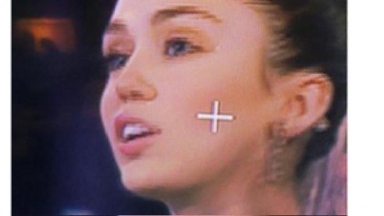 Miley đăng tải dòng status mới nhất trên Facebook rằng cô nàng đang ghi hình cho The Voice.