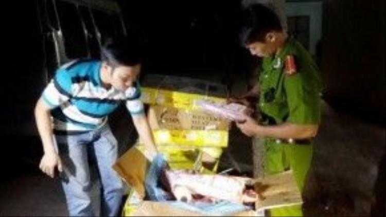Tổng cộng có hơn 300kg thịt, xương của đường dây này bị cảnh sát môi trường bắt quả tang - Ảnh: NG.NAM