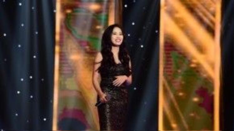 Chọn ca khúc trên nền phối của HLV Quang Dũng, cô nàng xuất sắc dành được sự lựa chọn của vị HLV này.