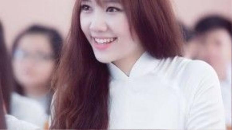 Xây dựng hình ảnh trong sáng, tươi trẻ, Hari Won khiến nhiều bạn trẻ không khỏi ngạc nhiên khi cô là một trong những sao nữ hiếm hoi đi ngược trào lưu showbiz Việt.