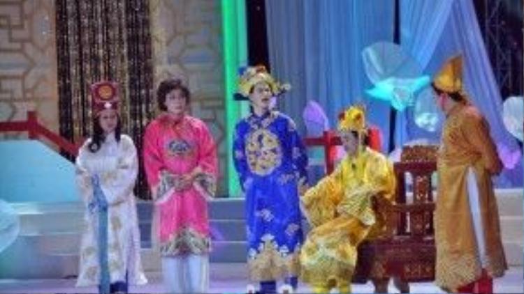 Tuy sân khấu có phần rực rỡ hơn nhưg trang phục của Nam Tào, Bắc Đẩu vẫn là những hình ảnh cũ.