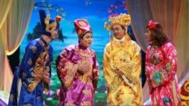 Khổ thân Nam Tào, đến năm 2013, anh vẫn chưa được thay y phục trong khi cô Đẩu đã xúng xính váy áo mới.