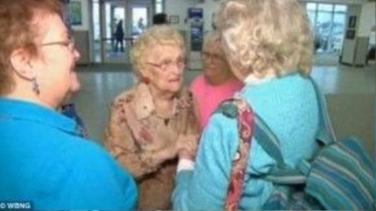 Sau cuộc hành trình tìm kiếm kéo dài tới 5 thập kỷ, cuối cùng bà Betty Morrell đã được đền đáp xứng đáng.