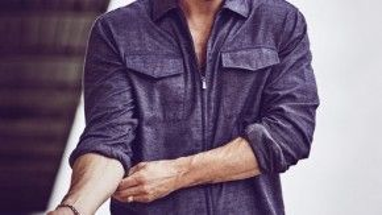 Ảnh trên bìa tạp chí InStyle số tháng 10 năm 2015.