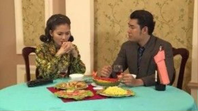 Dạ Thảo xích lại gần Quang Huy hơn, nửa vô tình nữa cố ý, cô đã phản bội chồng.