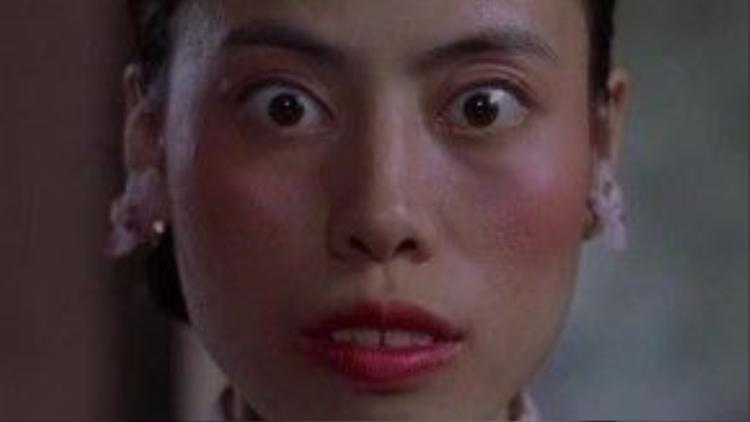 Dù chỉ xuất hiện với 3 câu thoại trong Tuyệt đỉnh Kungfu, nhưng cô bán hoa răng hô do Trần Khải Sư đóng khiến khán giả không thể quên nhờ lối diễn xuất thần.