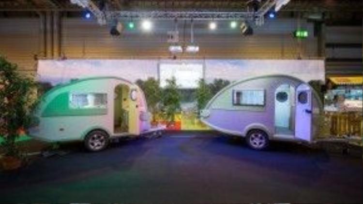 Lấy cảm hứng từ đó, một nhóm 12 nhà thiết kế mô hình LEGO chuyên nghiệp đã dày công lắp rắp một chiếc xe du lịch hoàn toàn bằng LEGO.