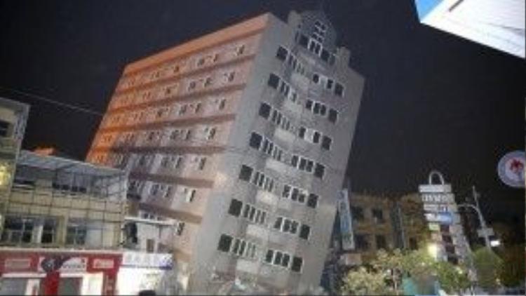 Nửa tiếng sau trận động đất kinh hoàng, có thêm 3 trận dư chấn mạnh gần 4 độ Richter xảy ra liên tiếp.