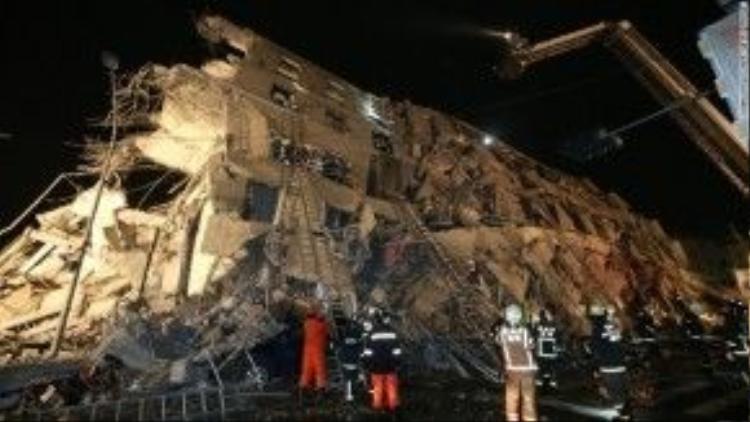 Các cơ quan chức năng chưa xác định được có bao nhiêu người trong tòa nhà bị sập khi trận động đất xảy ra.