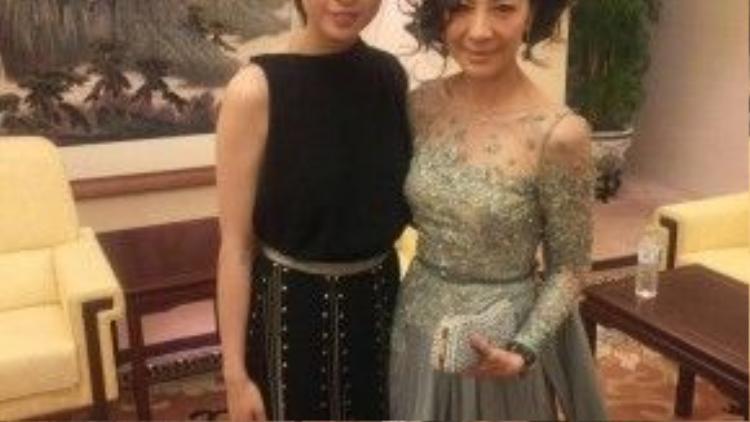 Ngô Thanh Vân đứng cạnh nữ diễn viên gạo cội Dương Tử Quỳnh.