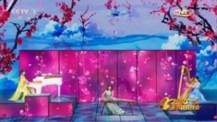 Tiết mục Vẻ đẹp non nước Trung Hoa do ba nghệ sĩ Lương Vịnh Kỳ, Lâm Tâm Như và Lưu Đào thể hiện. Đây là tiết mục đặc sắc khi lần đầu tiên ba sao nữ hàng đầu biểu diễn chung và lại thể hiện khả năng chơi đàn.